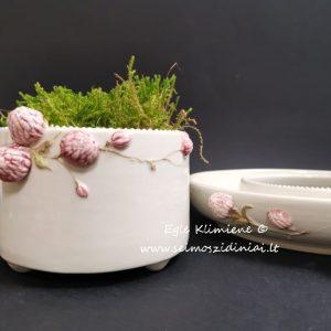 Keramikinis indas su pumpurais