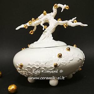Keramikinis indas su puošmena