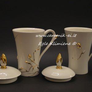 Keramikiniai puodeliai su nukeltu dangteliu