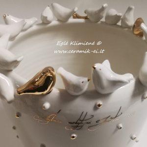 Keramikinė vaza su paukščiais