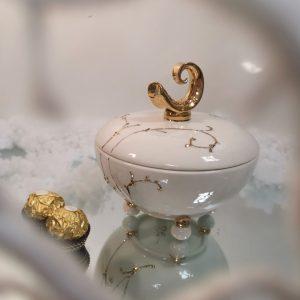 Keramikinė dėžutė su simboliu